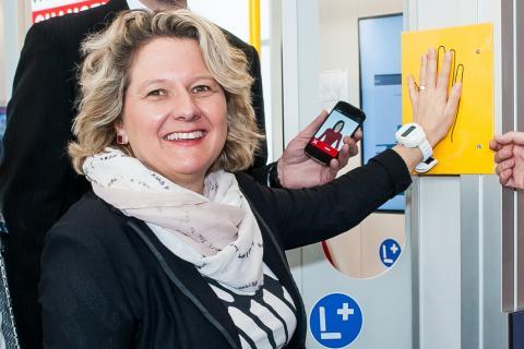"""Wissenschaftsministerin Svenja Schulze besuchte das Projekt """"Mobile – mobil im Leben"""" auf der CeBIT 2015"""